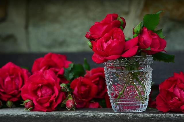 rosas rojas vaso cristal
